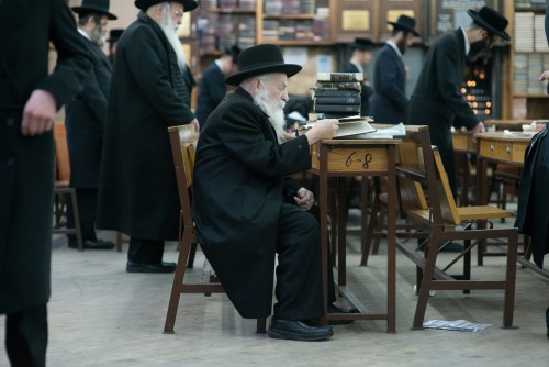 Elder Satmar studying in the Williamsburg's main synagogue. Photo Credit: Mark Hanover